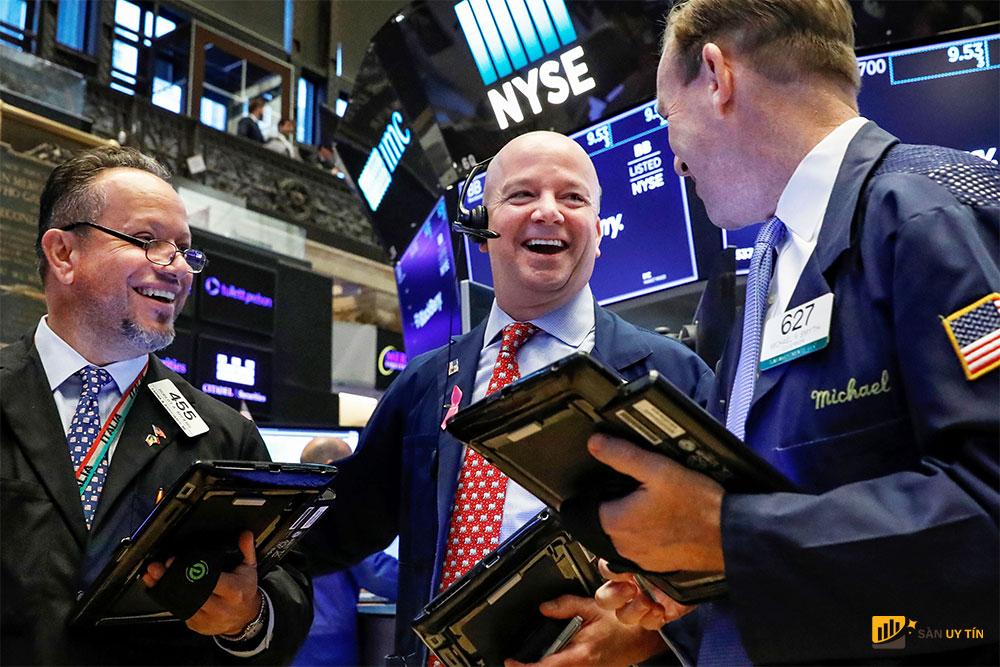 Dữ liệu thương mại lạc quan khi S&P 500 đóng cửa ở mức cao nhất mọi thời đại vào thứ Sáu