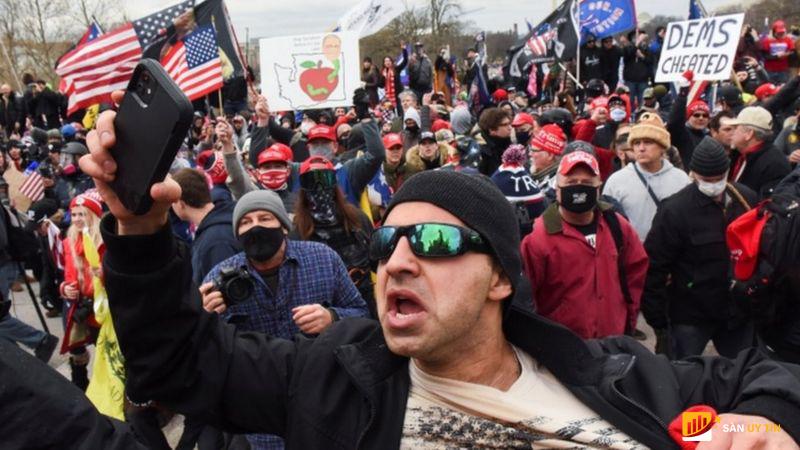 Người ủng hộ Trump bạo loạn xông vào tòa nhà Quốc hội Hoa Kỳ ở Phố Wall