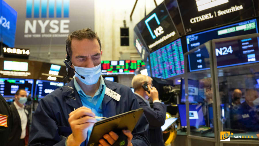 Hợp đồng tương lai của cổ phiếu không đổi khi các mức trung bình chính cố gắng kết thúc tuần tốt nhất kể từ tháng 11