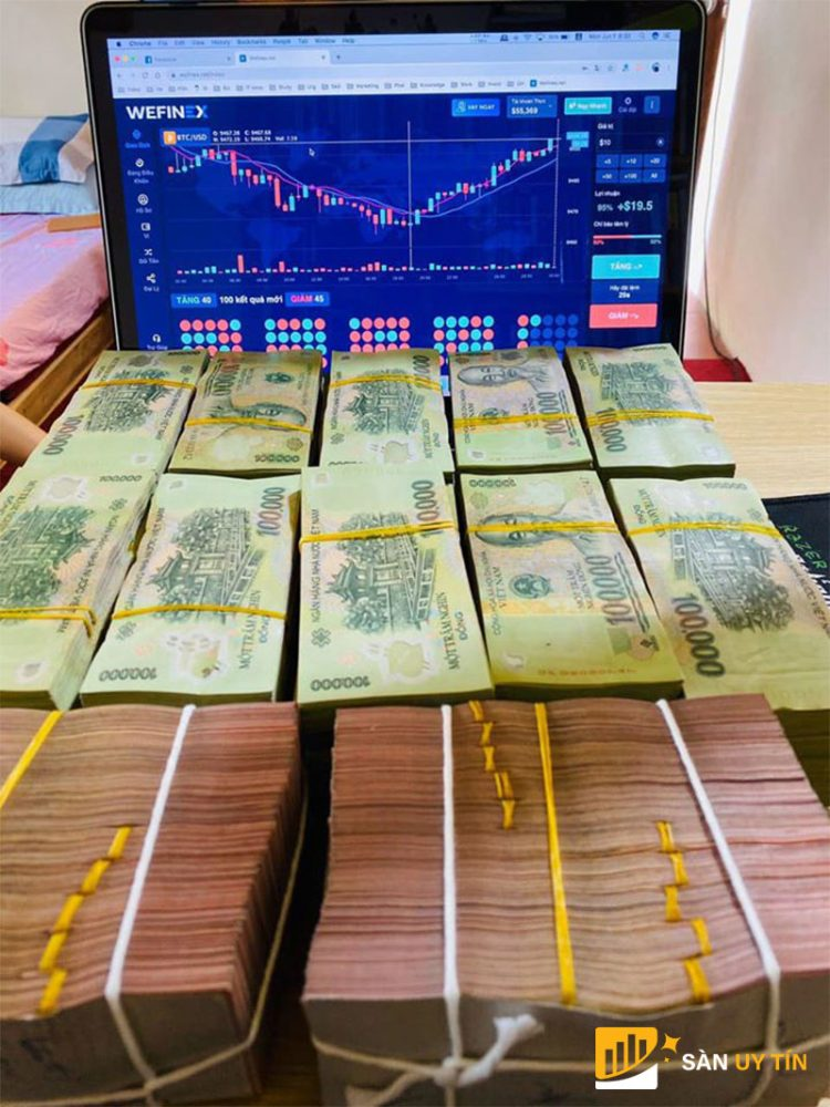 Hình ảnh khoe khoang về tiền bạc như vậy sàn wefinex lừa đảo không?