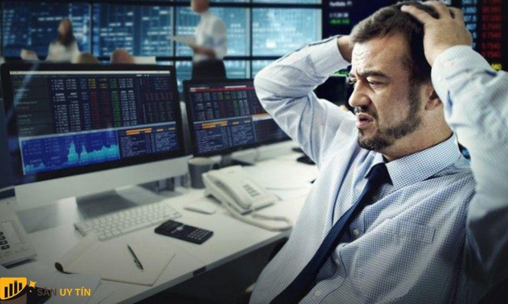 Nhà đầu tư nên có chiến lược giao dịch phải thật rõ ràng thì mới đảm bảo được an toàn.
