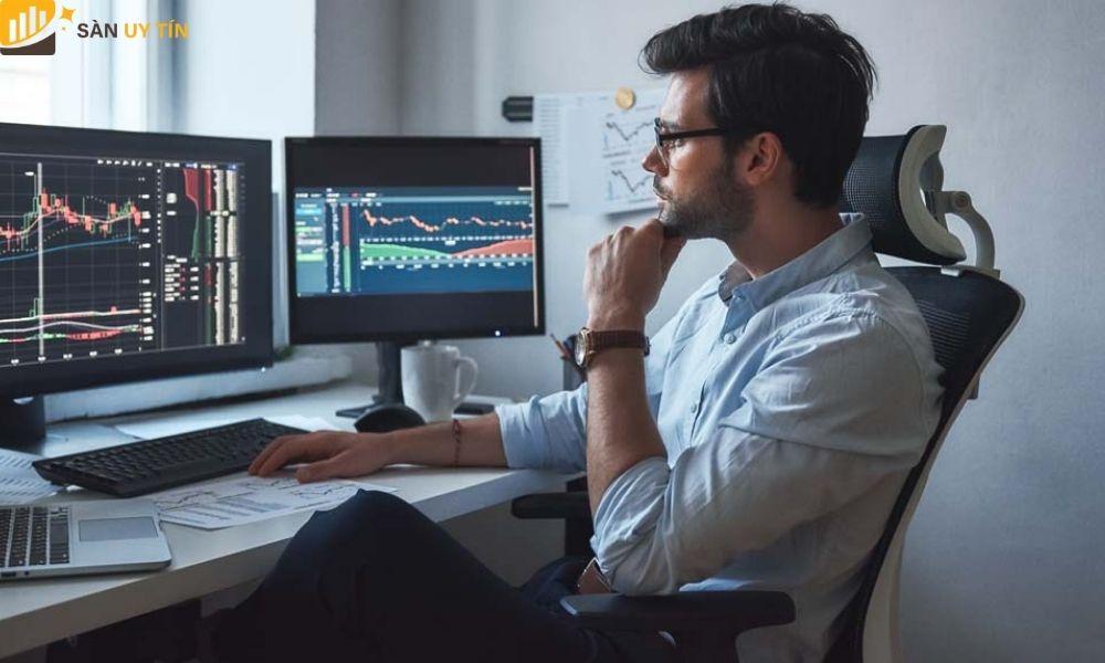 Liên tục quan sát biến động trên thị trường chứng khoán mỗi ngày