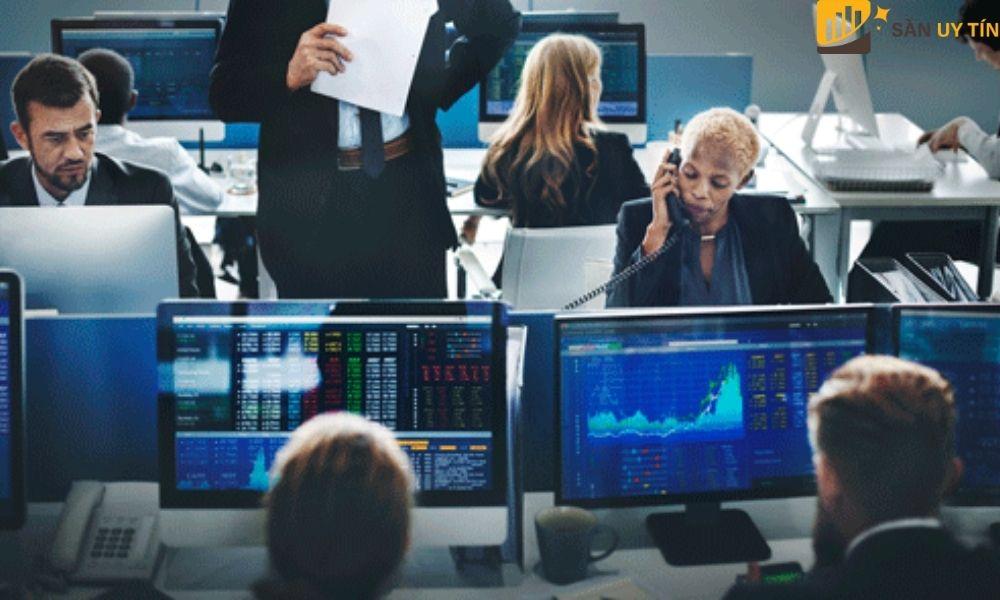 Việc theo dõi giá của các cổ phiếu mỗi ngày là điều cần thiết đối với nhà đầu tư