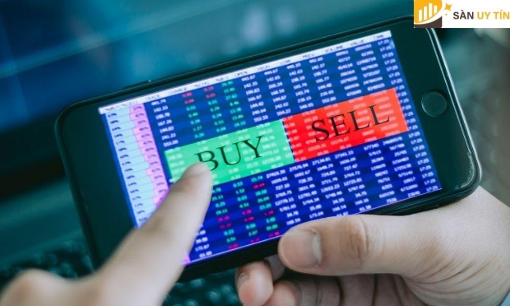 Trader kết hợp thêm phương pháp phân tích kỹ thuật để chọn được thời điểm mua lý tưởng.